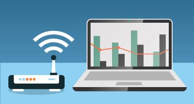 Zakelijk internetten met laptop en wifi router